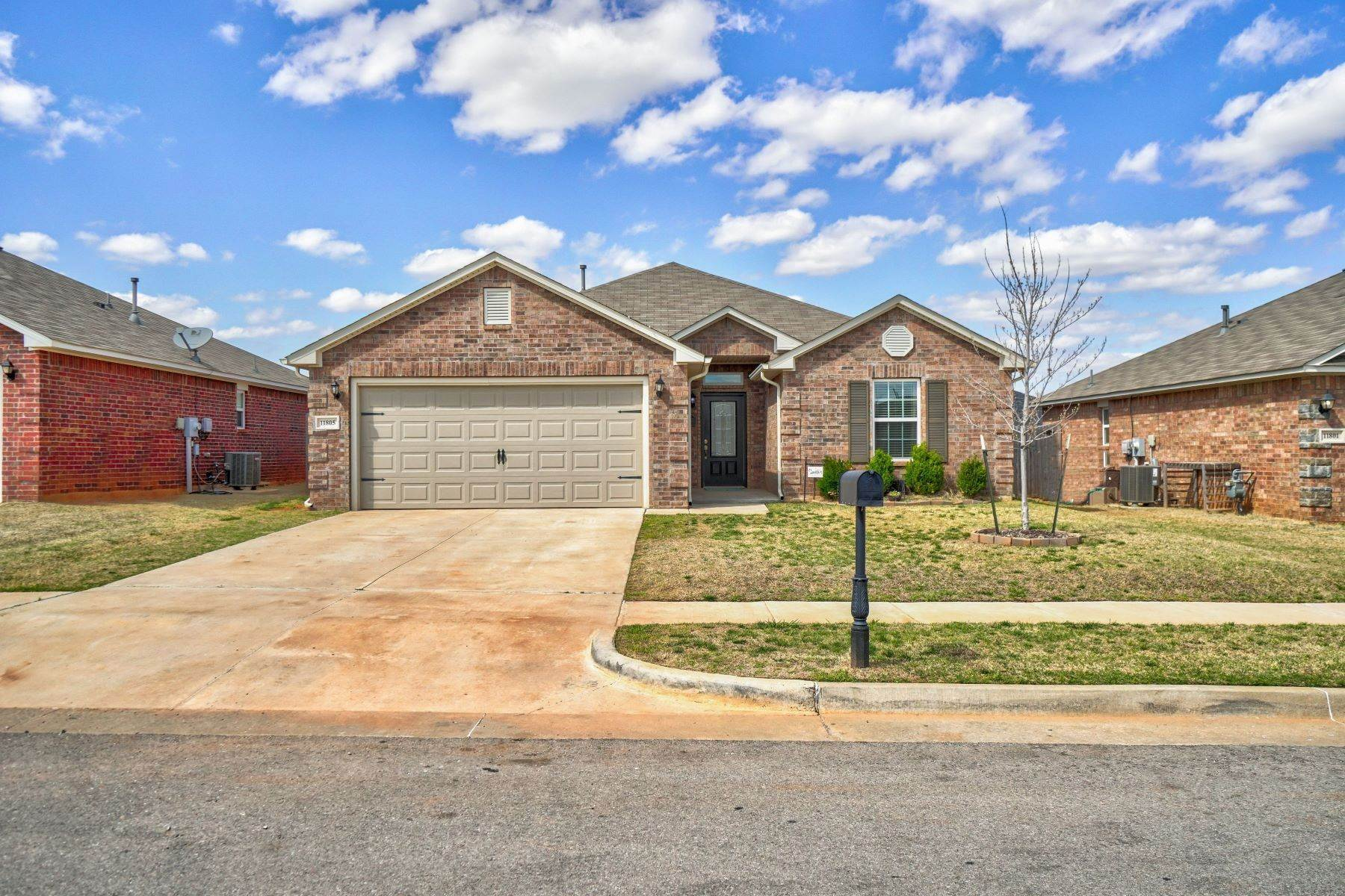 Single Family Homes for Sale at 11805 Northwest 135th Street, Piedmont, OK 73078 11805 Northwest 135th Street Piedmont, Oklahoma 73078 United States