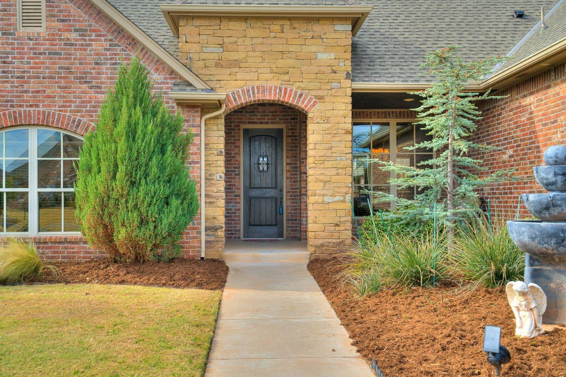Single Family Homes for Sale at 13213 Rock Canyon Road, Oklahoma City, Ok, 73142 13213 Rock Canyon Road Oklahoma City, Oklahoma 73142 United States