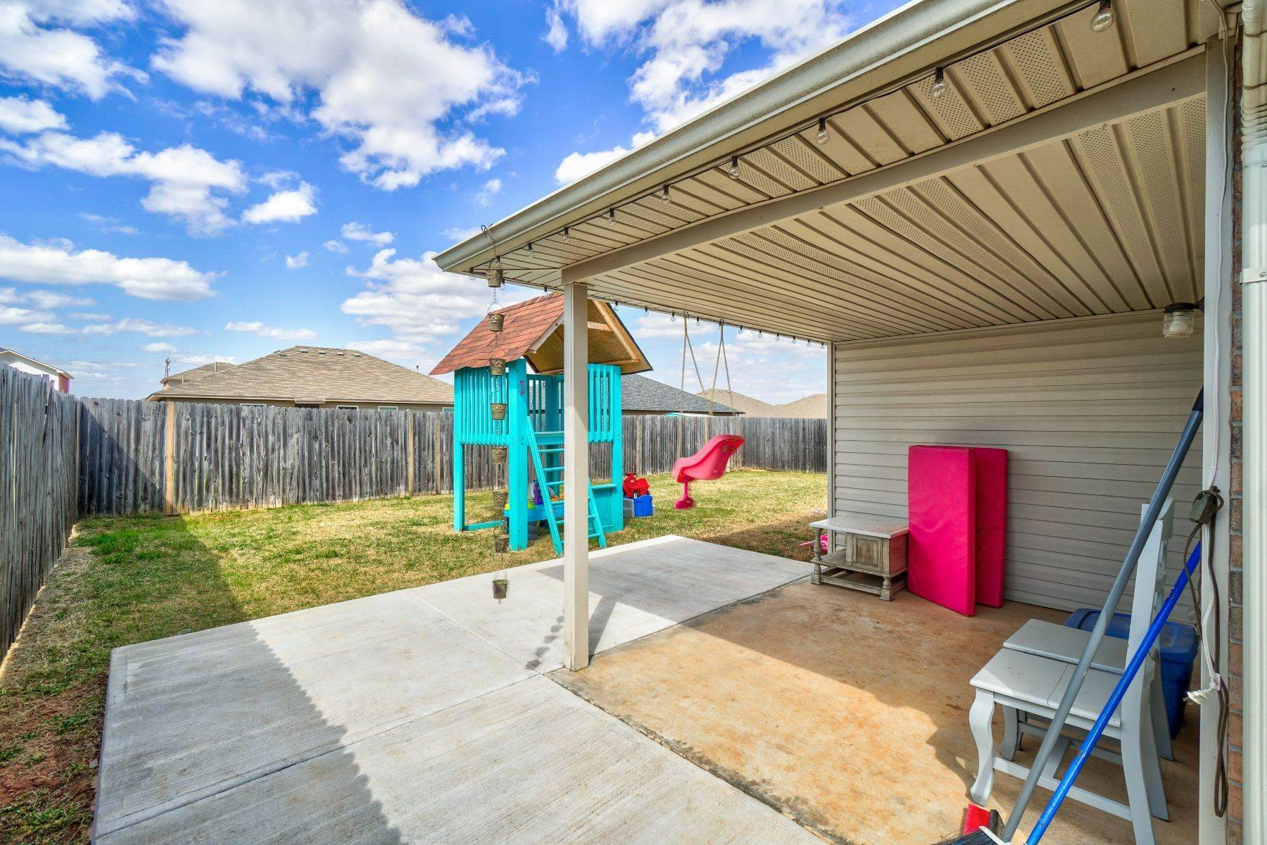 26. Single Family Homes for Sale at 11805 Northwest 135th Street, Piedmont, OK 73078 11805 Northwest 135th Street Piedmont, Oklahoma 73078 United States