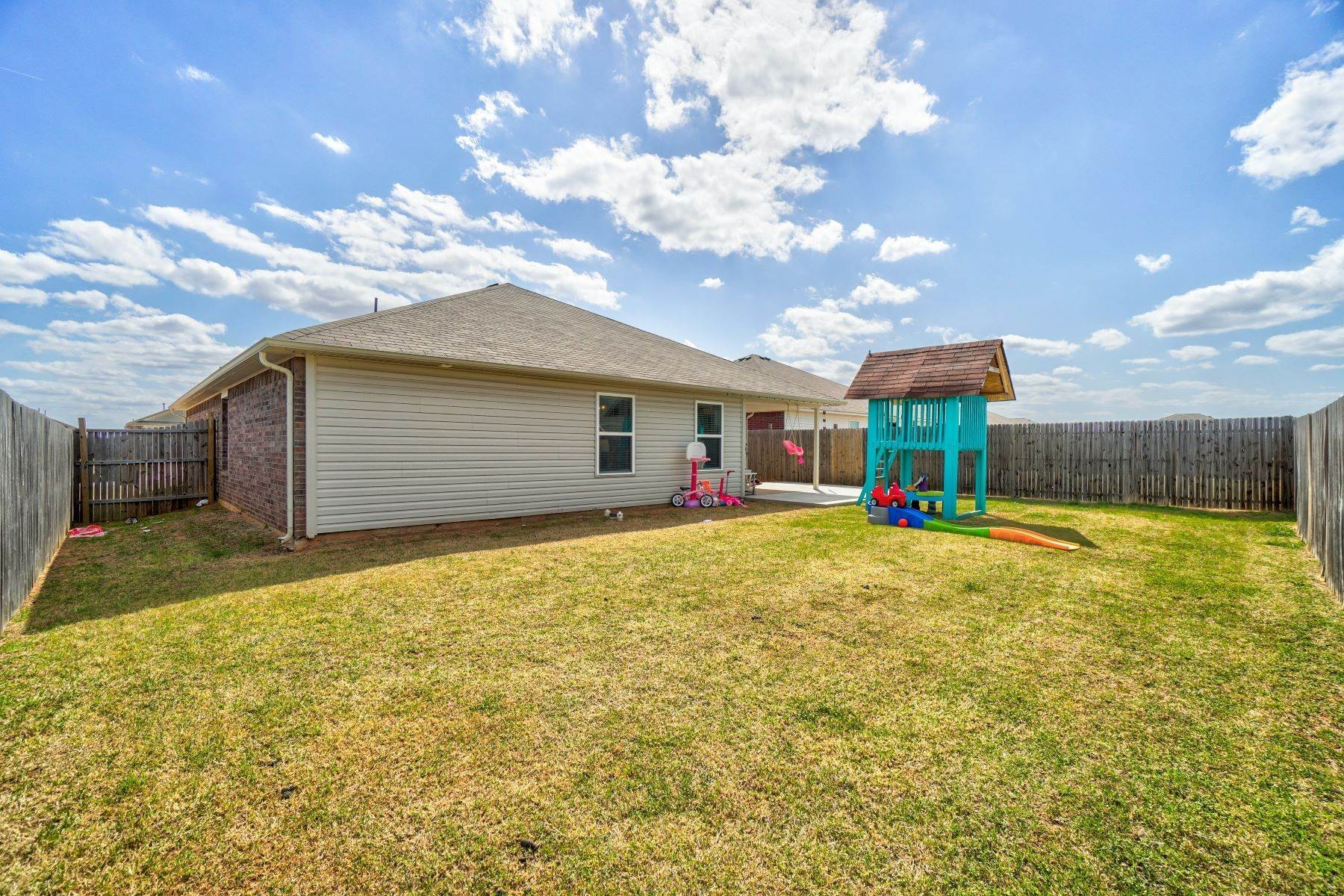 25. Single Family Homes for Sale at 11805 Northwest 135th Street, Piedmont, OK 73078 11805 Northwest 135th Street Piedmont, Oklahoma 73078 United States